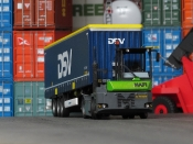 MAFI terminal-tractor mit DSV Trailer