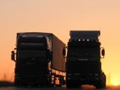 Scania 144 Volumenplanensattelzug