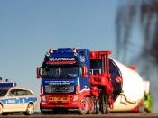 Volvo FH16 XXL Mastsegmenttransport aus der Mega-Windmill-Serie
